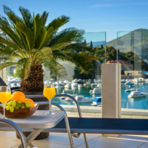 One bedroom apartment with hot tub , terrace and sea view (26)