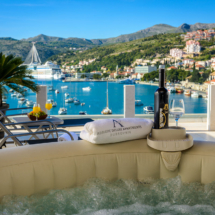 One bedroom apartment with hot tub , terrace and sea view (27)
