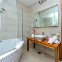 One bedroom apartment with hot tub, terrace and sea view (12)
