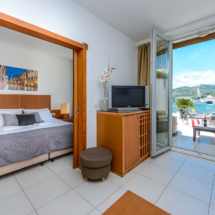One bedroom apartment with hot tub, terrace and sea view (17)