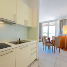 One bedroom apartment with hot tub, terrace and sea view (21)