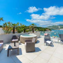 One bedroom apartment with hot tub, terrace and sea view (24)