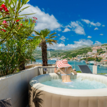 One bedroom apartment with hot tub, terrace and sea view (27)