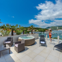 One bedroom apartment with hot tub, terrace and sea view (31)