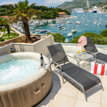 One bedroom apartment with hot tub, terrace and sea view (5)