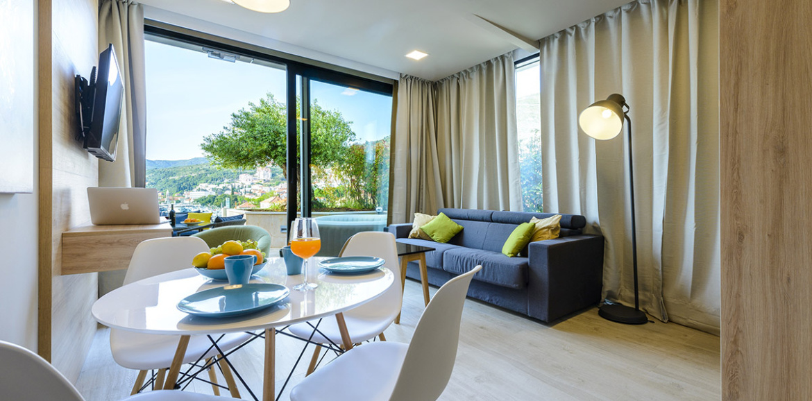 Executive one bedroom apartment with hot tub terrace and sea view ...